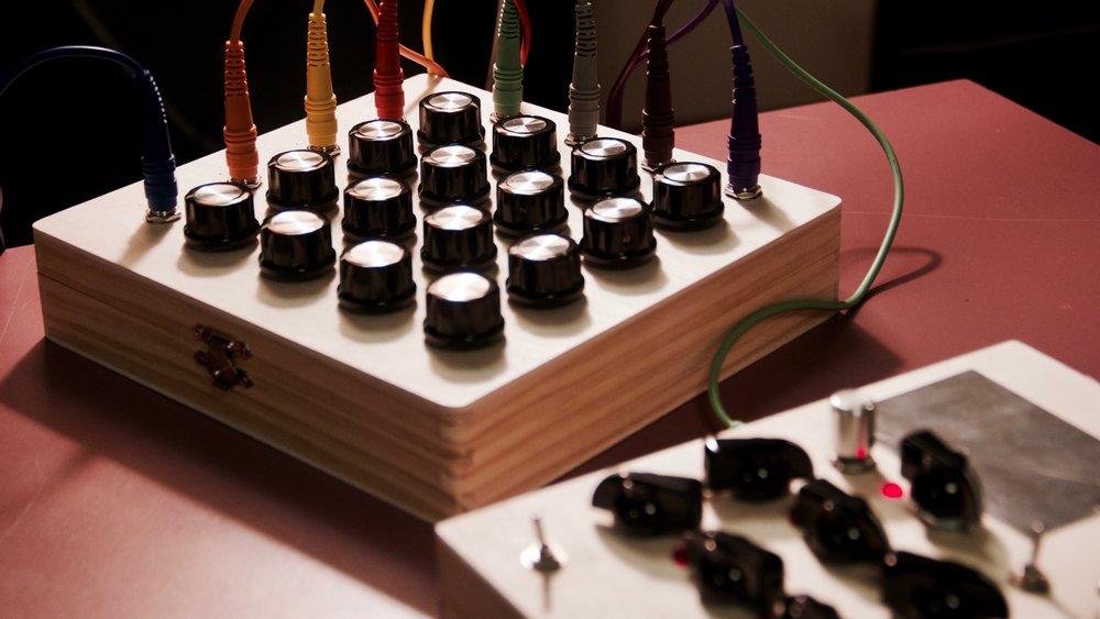 4 x 4 Matrix Mixer