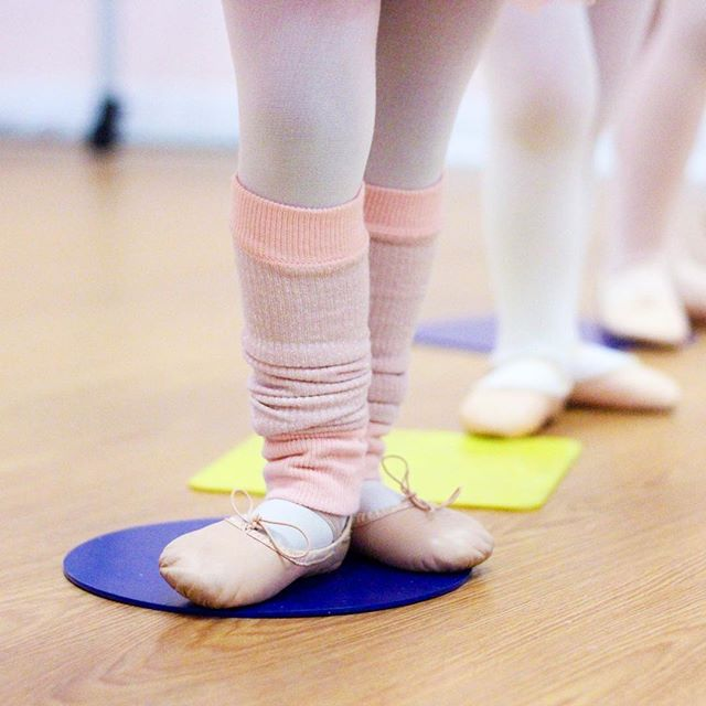 We're sharing our 5 most essential class props on the blog today! Link in profile! . . . . . #dancestudio #danceteacher #balletclass #tinydancer #preschoolballet #creativemovement #storybookballet #ballet #danceclass #tippyblog