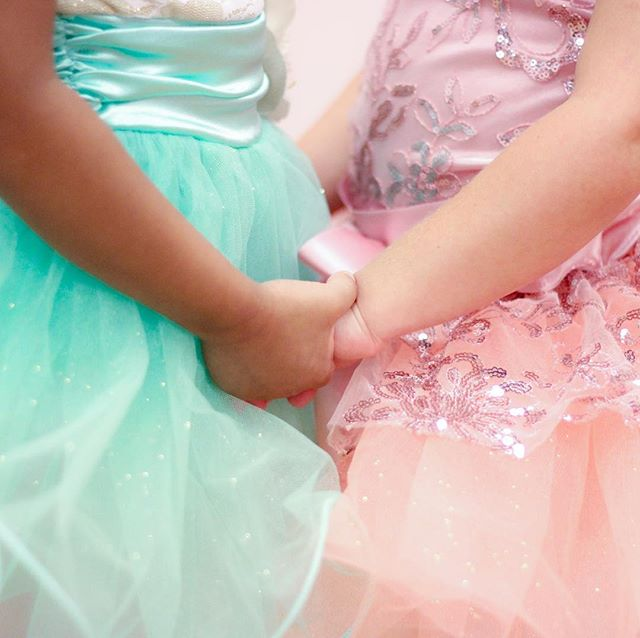 Sharing songs about friendship and love on the blog today! Pop in over to get your Valentine's Day playlist! Link in profile! . . . . . #preschoolballet #valentinesday #valentine #bemine #tinydancer #balletclass #preschooldance #love #friendship #tutu #dancecurriculum #dancelessons