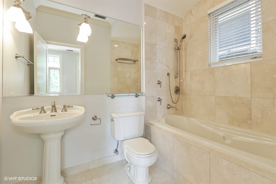 16_728WestMelroseSt_9_SecondBathroom_LowRes.jpg