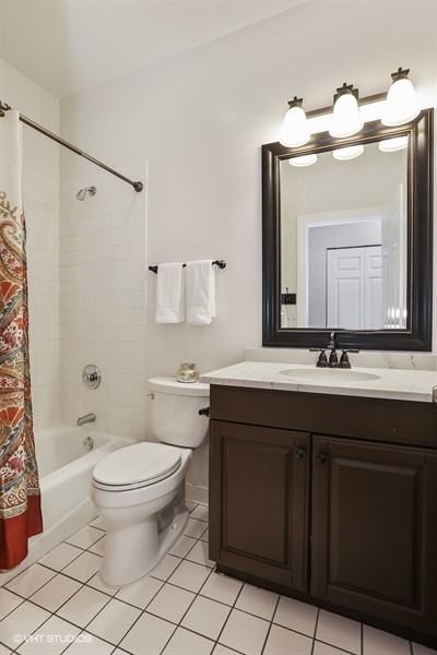 13_1947NorthHudsonAve_B_8_Bathroom_LowRes.jpg