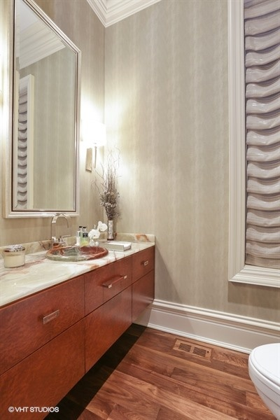 07_1914NorthBurlingSt_7_HalfBath_LowRes.jpg