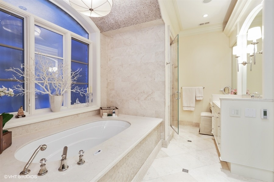 10_1914NorthBurlingSt_13_MasterBathroom_LowRes.jpg