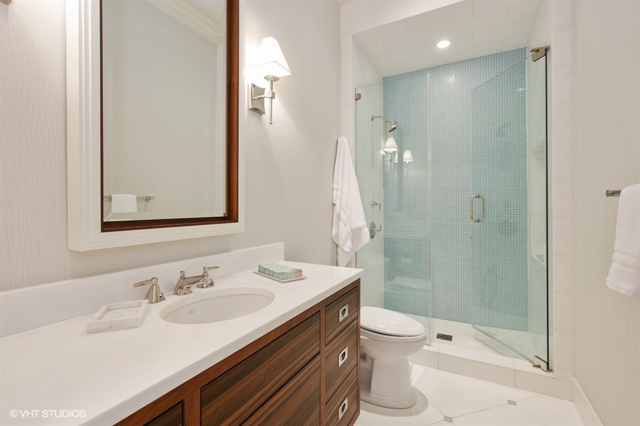 20_1914NorthBurlingSt_8_4thBathroom_LowRes.jpg