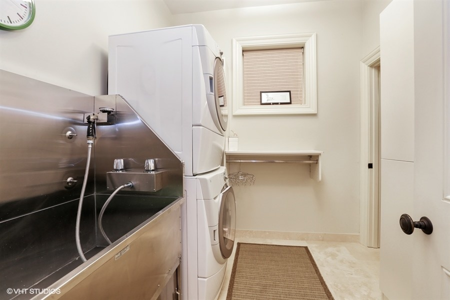 25_1914NorthBurlingSt_350_LaundryRoom_LowRes.jpg