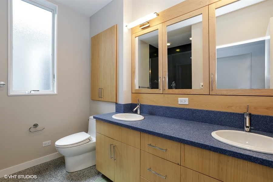 14_2757NKenmoreAvenue_8_Bathroom_LowRes.jpg