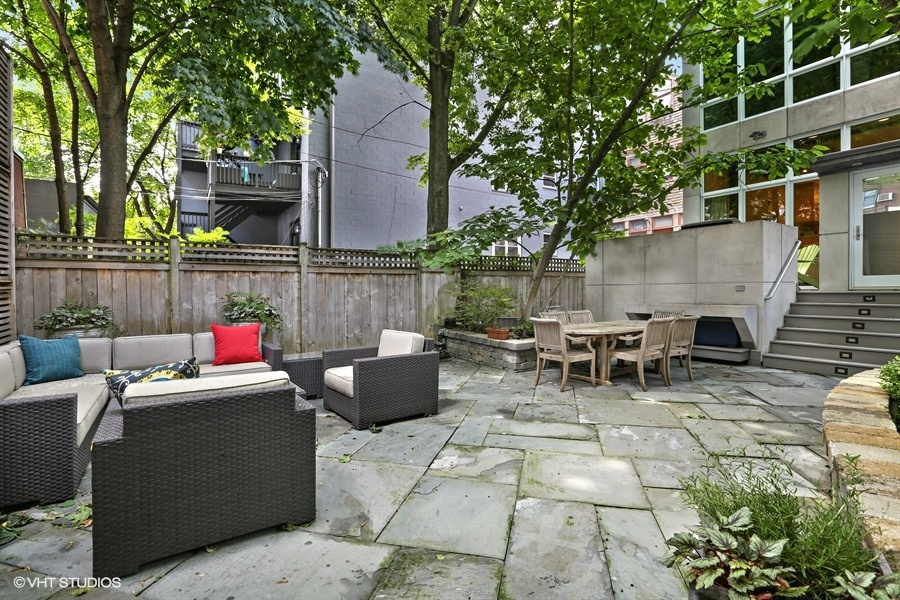 20_2757NKenmoreAvenue_85_Patio_LowRes.jpg