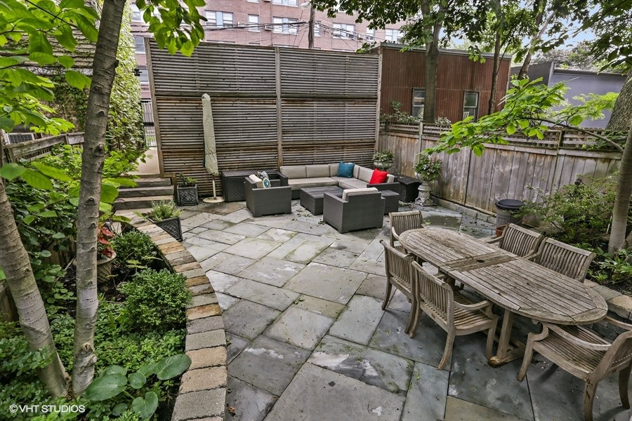 22_2757NKenmoreAvenue_26_BackYard_LowRes.jpg