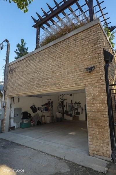 32_2030NDaytonStreet_35_Garage_LowRes.jpg