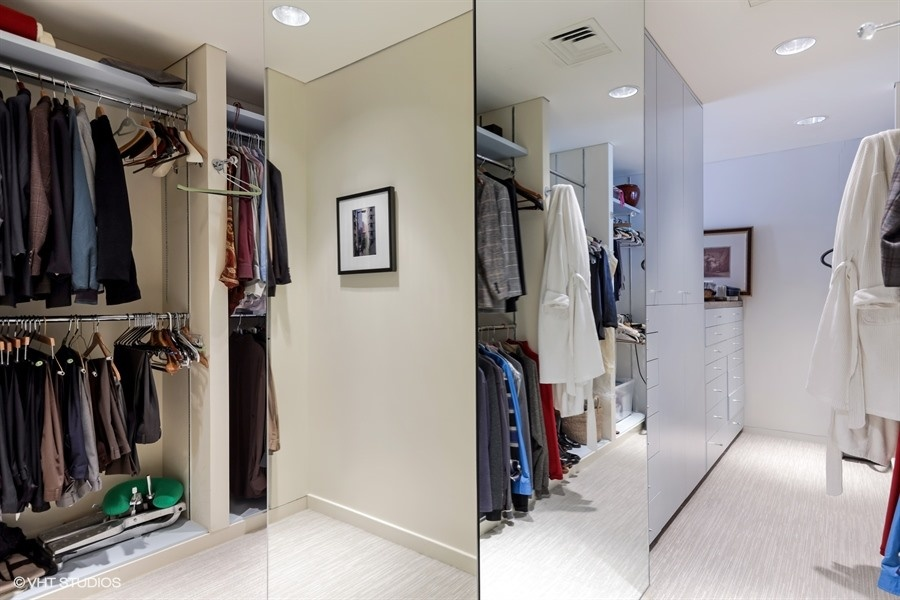 17_950NMichiganAvenue_Unit515203_45_MasterBedroomCloset_LowRes.jpg