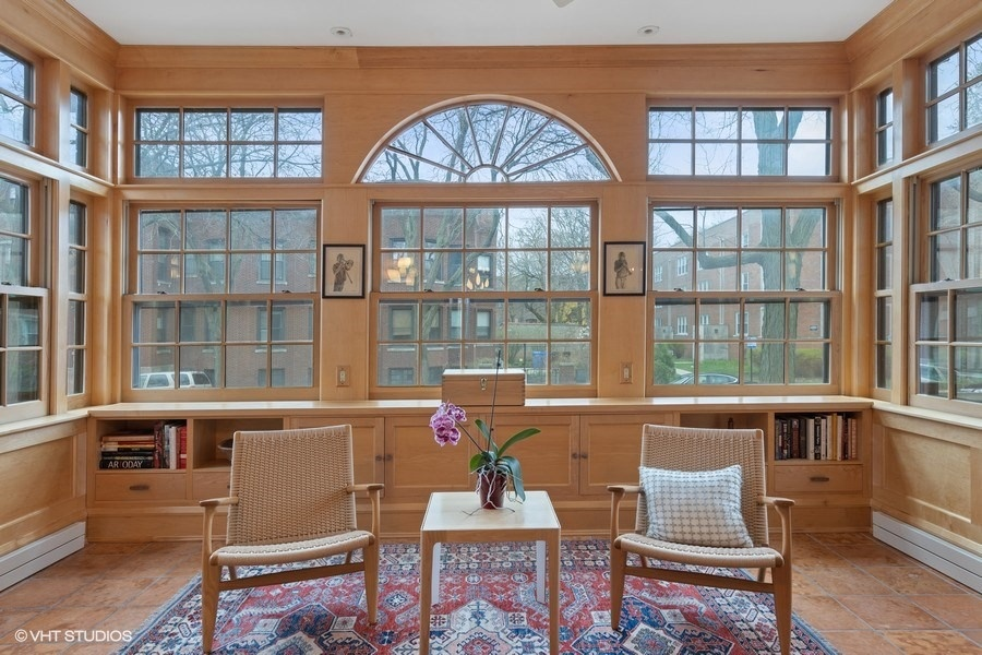 07_4950SWOODLAWNAvenue_97001_Sunroom_LowRes.jpg