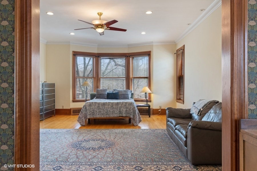 21_4950SWOODLAWNAvenue_178001_MasterBedroom_LowRes.jpg