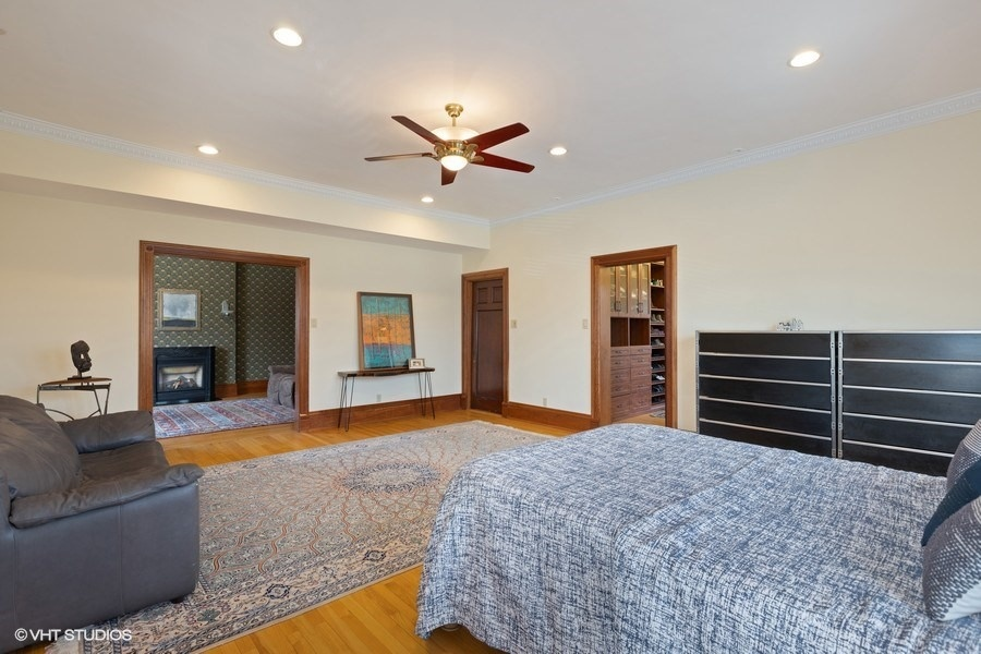 22_4950SWOODLAWNAvenue_14_MasterBedroom_LowRes.jpg