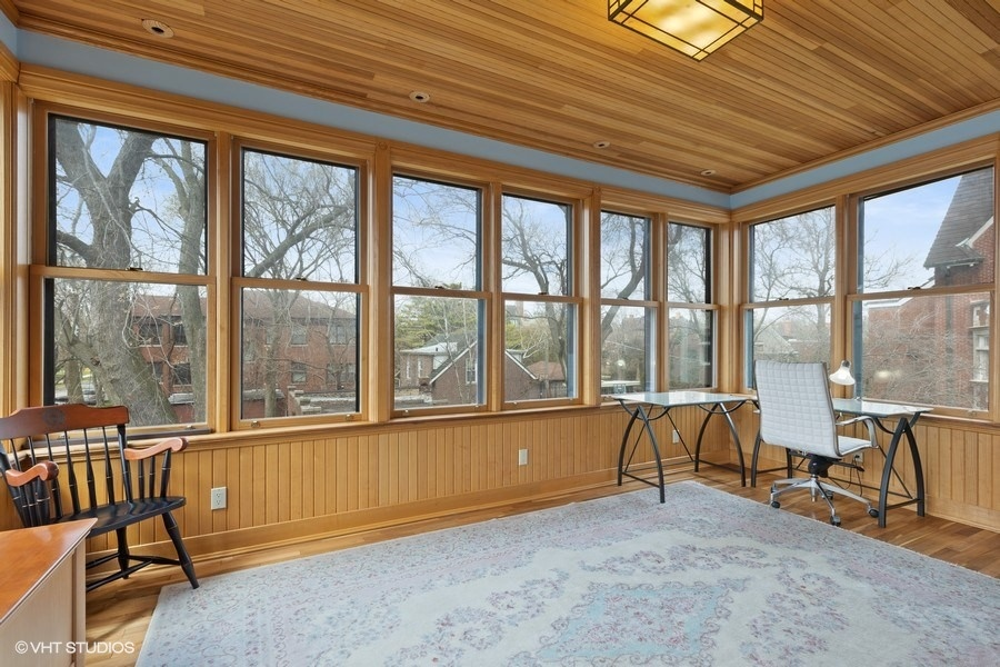 28_4950SWOODLAWNAvenue_97003_Sunroom_LowRes.jpg