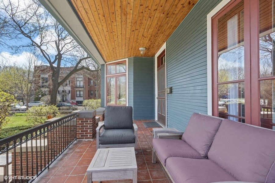 39_4950SWOODLAWNAvenue_65_Porch_LowRes.jpg