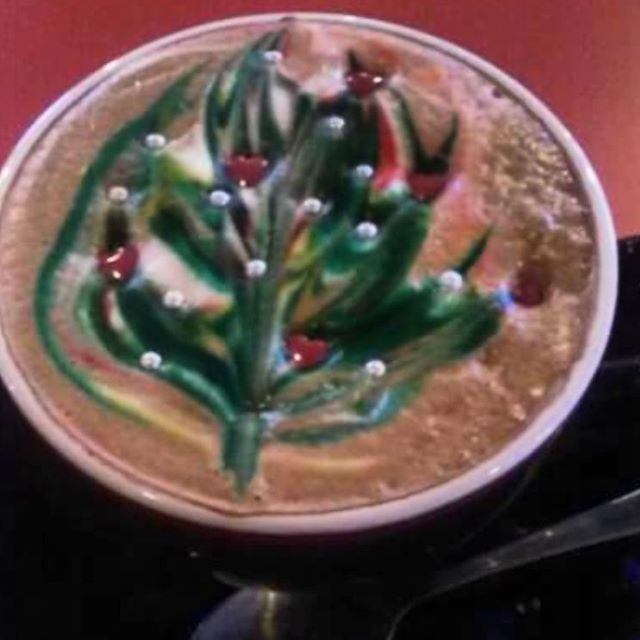 Our apologies because #xmasisoveralready but it's cool, right? #latteart #bobsbaristas #bobsjavahut #mplscoffee #uptowncoffee #coffeelover #coffeeadict #lattelover