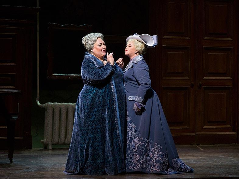 Stephanie Blythe, mezzo-soprano and Kathleen Turner as the Duchess of Krakenthorp in Donizetti's  La Fille du Régiment . Photo by Marty Sohl, Metropolitan Opera.