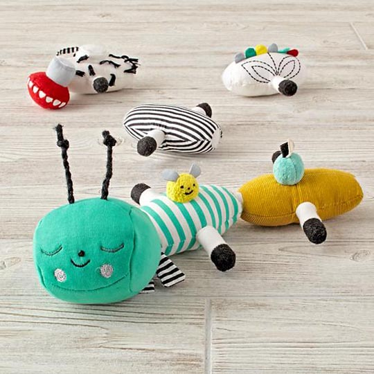 suzyu_1616575_InteractivePlushCaterpillar_ProductShot3.jpg