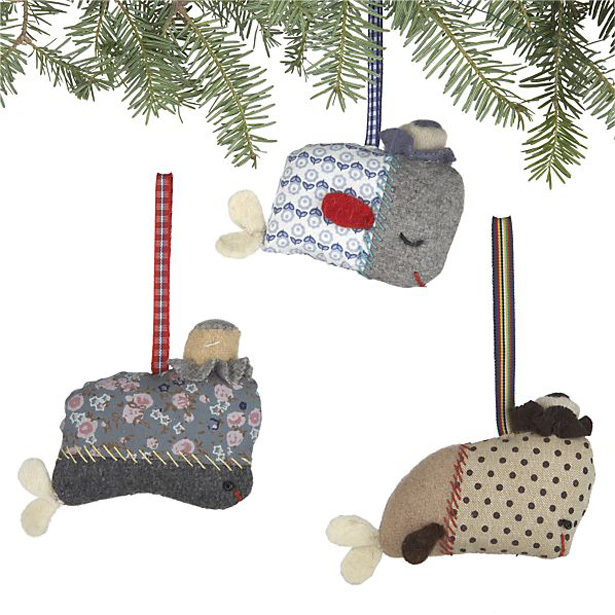 suzy_1211238_ornament_whales.jpg