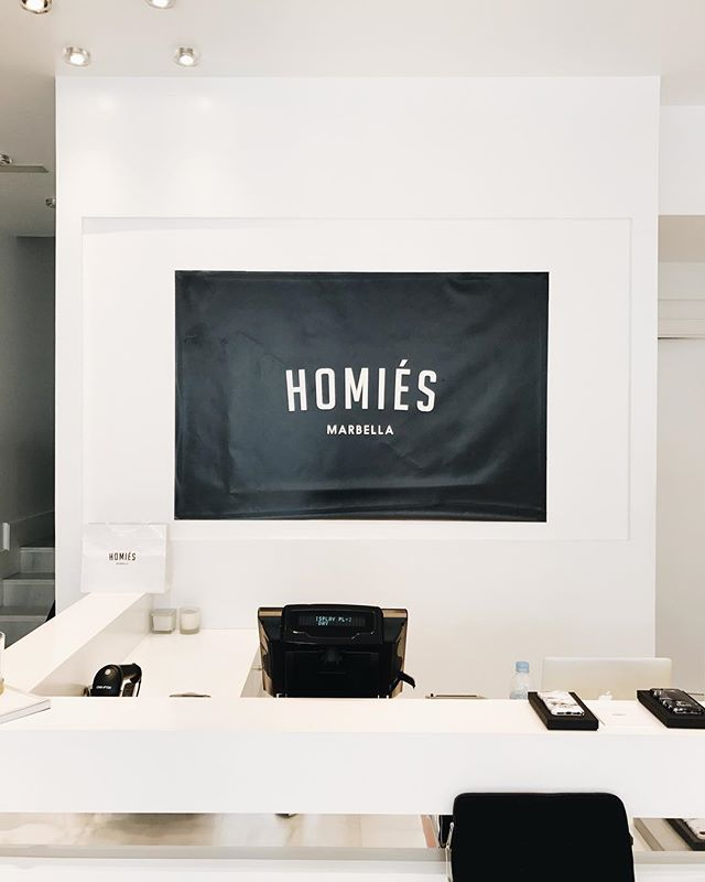I love really well built and designed brands. @homiesmarbella fits it so well and @lkenny_ and I got to check it out yesterday. If you're in Marbella in the future, you should too. #product #branding #marbella