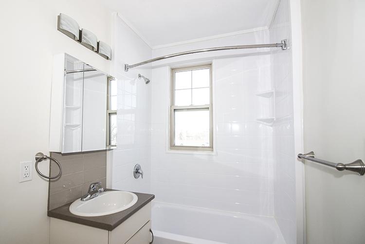 Unit25_2BDR_Bathroom_Pic1.jpg