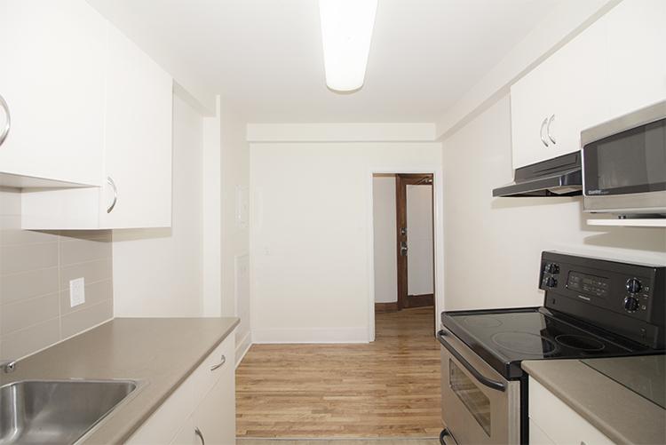 Unit25_2BDR_Kitchen_Pic2.jpg