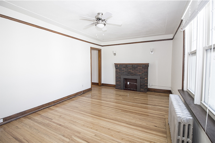 Unit25_2BDR_Livingroom_Pic3.jpg