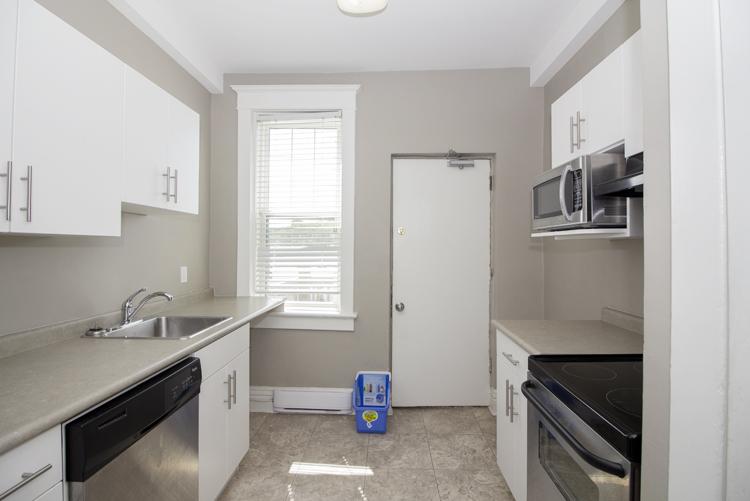 Kitchen_v2.jpg