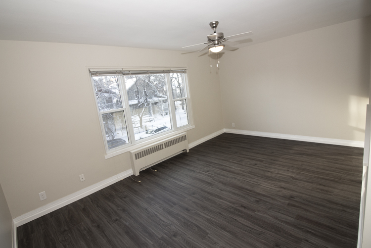 579 Broadway Avenue - Livingroom Area - Suite 15.jpg