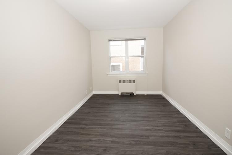 579 Broadway Avenue - Bedroom Pic 1 - Suite 15.jpg