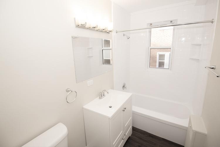579 Broadway Avenue - Bathroom - Suite 15.jpg