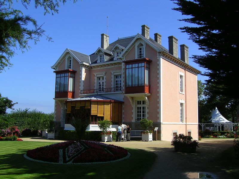 Dior's Childhood Home in Granville   Photo courtesy of Wikimedia