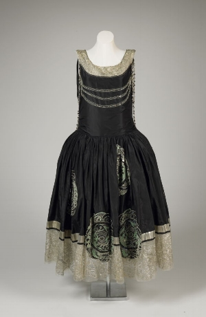 """Jeanne Lanvin's evening dress, """"Veilleur de Nuit"""" (""""Night Watchman"""") on display at the Fine Arts Museums of San Franscisco. Photo courtesy of art.famsf.org."""
