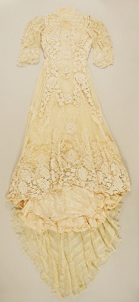 Chéruit wedding dress - photo courtesy of pinterest.com.