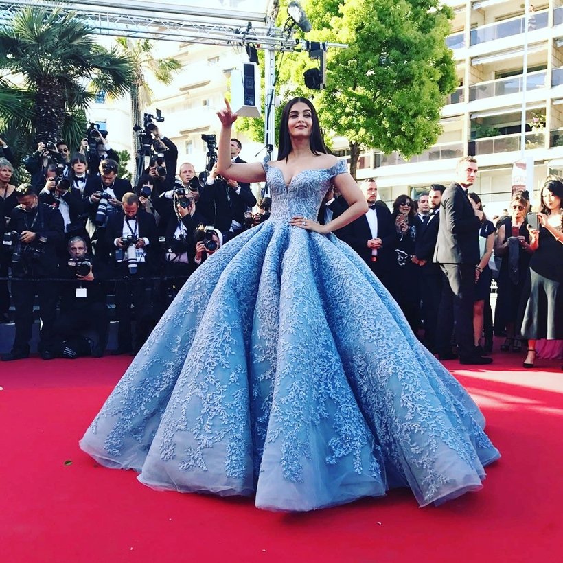 Aishwarya Rai Bachchan in Cinco.jpg