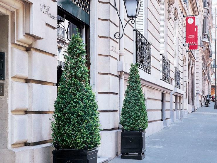 5 Avenue Marceau in Paris