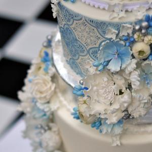 Julie Deffense Artistry Weddings - His And Hers Wedding Cake
