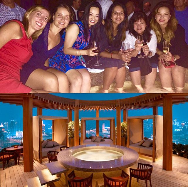 #Hangingout at the #VueBar, 100 floors up at the top of #Hyatt on the #Bund in #shanghai, was one of our favorite memories from 2015 Classic China #OptometryCE program.  Austria government celebrated its National Day at our hotel, Vue Bar has the best view overlooking both the east and west bund of #huangpuriver, so it was completely packed.  We partied into early morning hours in the hot tub 🥂💕🌏🤓 . . Join us #summer2018 🇨🇳 #optometrist #optometry #EscapeExplore #luxurytravel  #wanderlust #drd47r #instabeijing #beijinglife #xian #chengdu #iTravelCE #digitaleyedoc