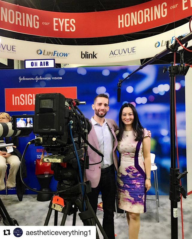 #Repost @aestheticeverything1 ・・・ @DrBridgitte enjoyed discussing the following topics with @newgradoptometry at @JNJVision booth during SECO International meeting:  1. Role of #MeibomianGlandDysfunction in #dryeye disease: https://goo.gl/LAaDvH  2. #OcularAesthetics and #AntiagingEyecare: https://goo.gl/TtW5Q1  #optometry #HonorOurEyes #SECO2018 #Aesthetics . . #Aesthetic #Optometry  #AntiagingEyecare #visionoptique #digitaleyedoc