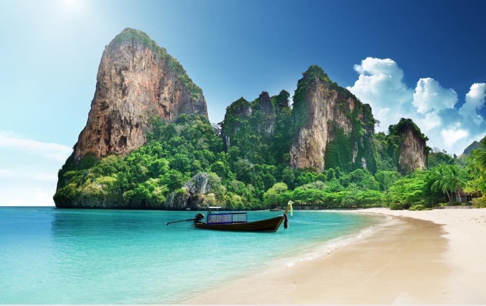 6 Phi Phi lone boat.png