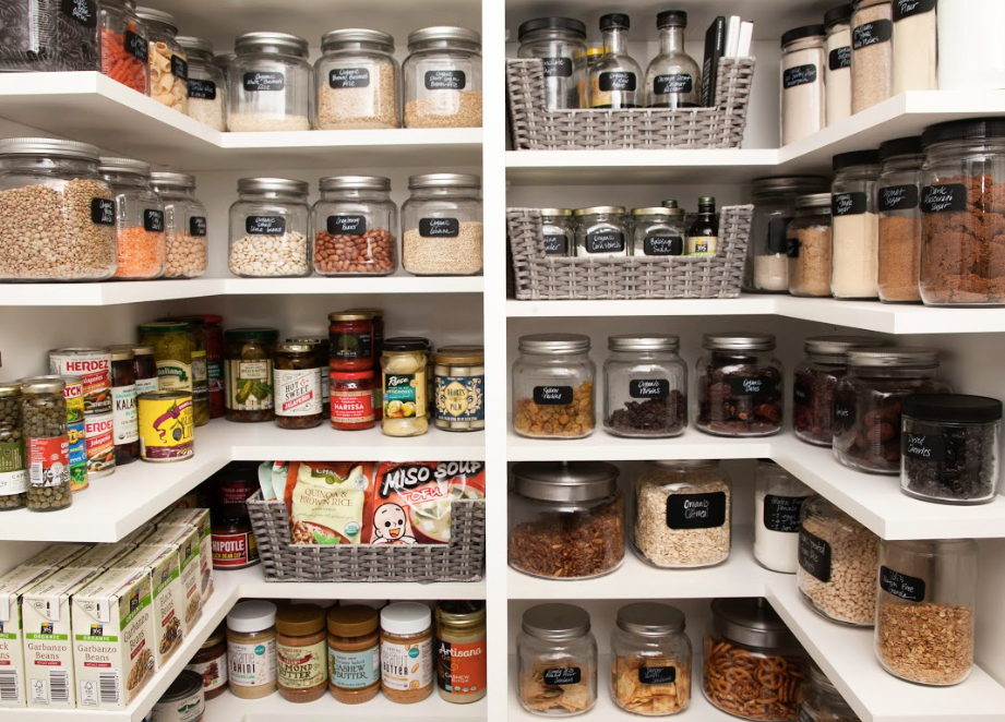 A pantry in perfect harmony.
