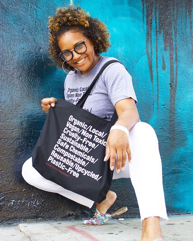 Stepping into Monday like 😆 Get our tote tote bag and rep the revolution in sustainable style ❤️🖤💯 {Link in bio!} #nontoxicrevolution #nontoxic #vegan #sustainableliving