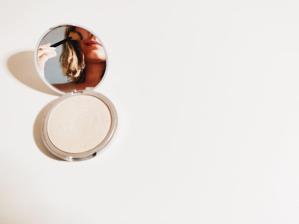 make-up-make-up-mirror-1499517.jpg