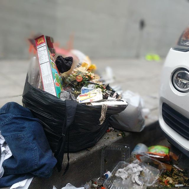 It's hard for homeless people to find a clean place to sleep when 3/4 Americans admit to littering—help the homeless and the environment by throwing trash away⠀ #homelessness #litter #littering #environment #trash #homeless #cleanenvironment #change #litterbug #dontlitter #sanitary #safe