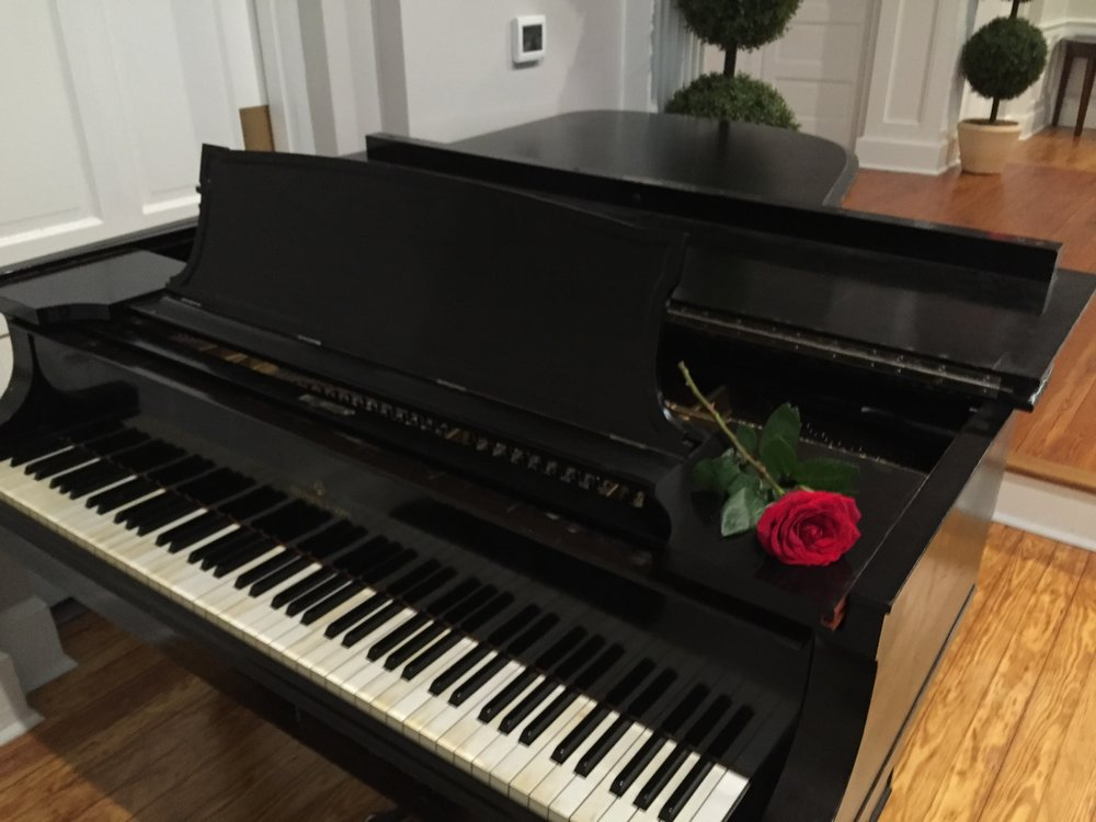 Piano with rose...