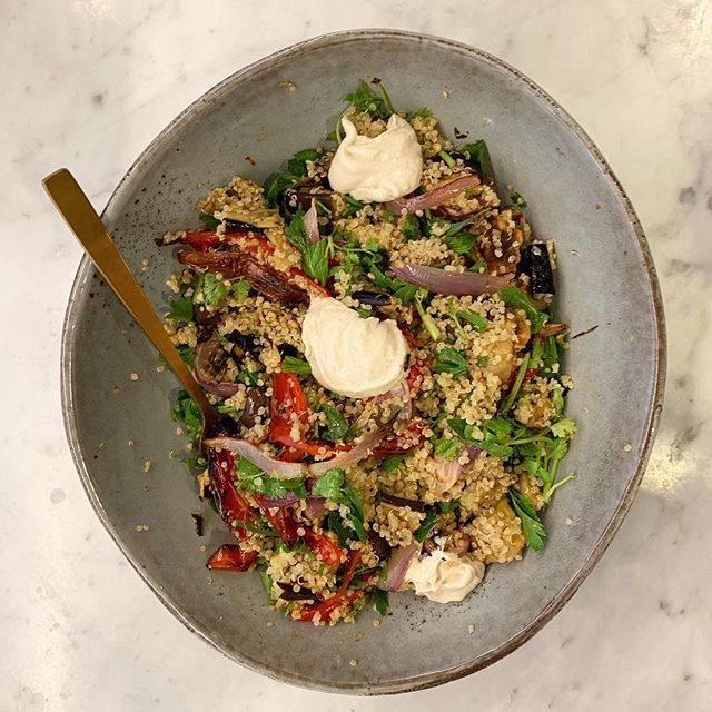 Dinner Inspiration for this week!! 😋 . CARAMELISED ONION AND QUINOA SALAD 👌 . ✨ Spanish onion, capsicum, eggplant char grilled and sliced. One cup of quinoa, cooked in vegetable stock. Parsley and coriander roughly chopped. Mix all ingredients. Dress with white wine vinegar, seeded mustard, olive oil. Top with tahini dip. 🥗 . #nutrition #wholefoods #seedoflifehealth #autumnfood #health #fitfoodie #vegetarianrecipes #nutritionist