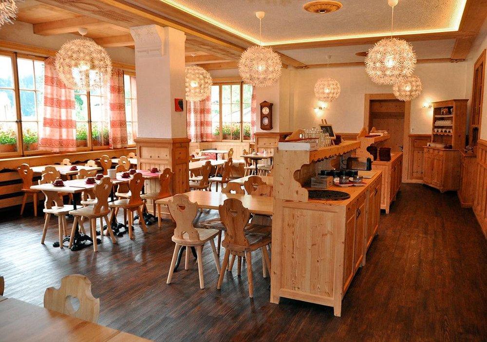 hotel-beau-sejour-champery restaurant.jpg