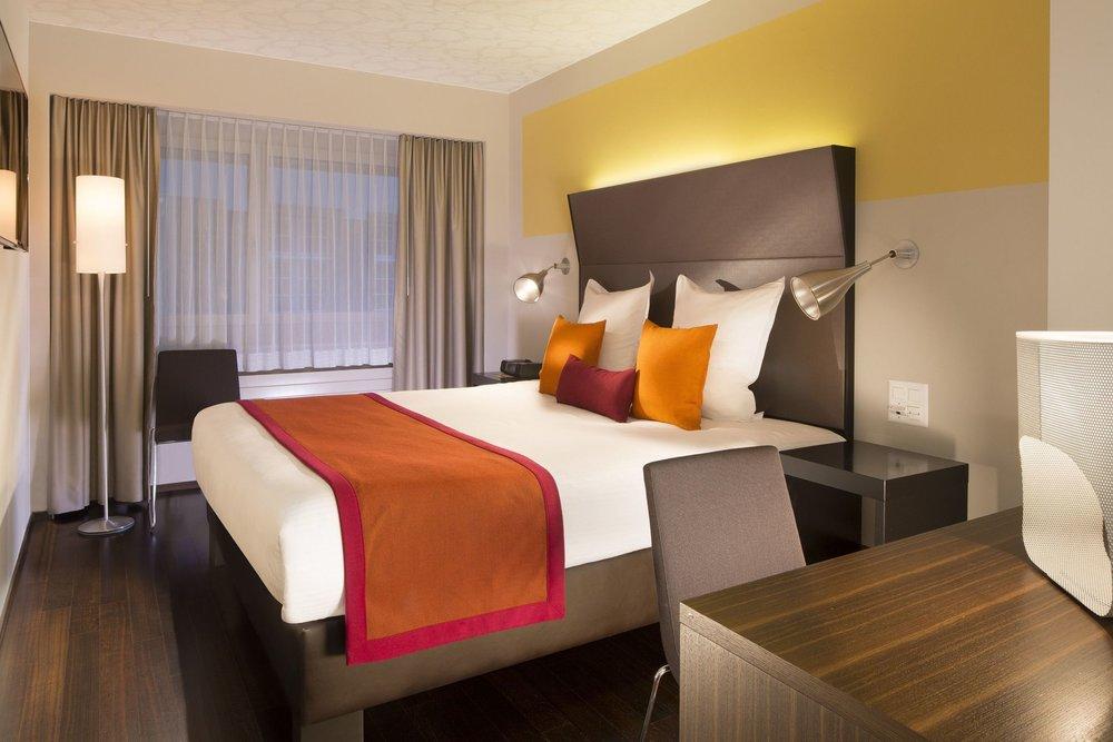Deluxe Hotel D