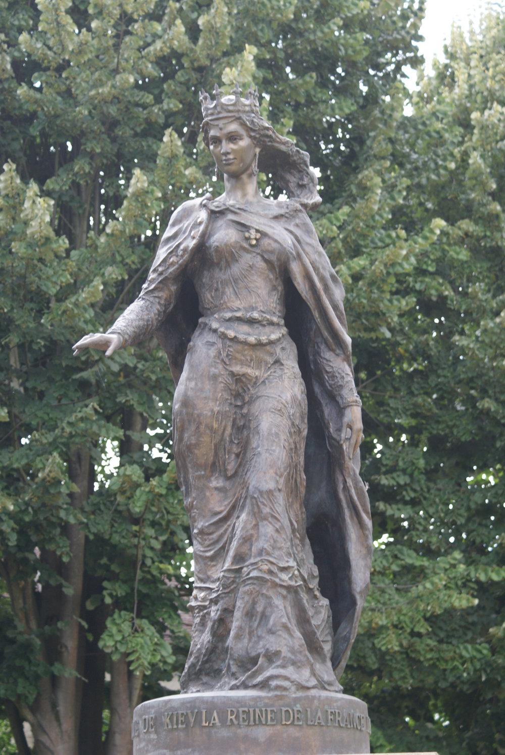 Statue Anna.jpg