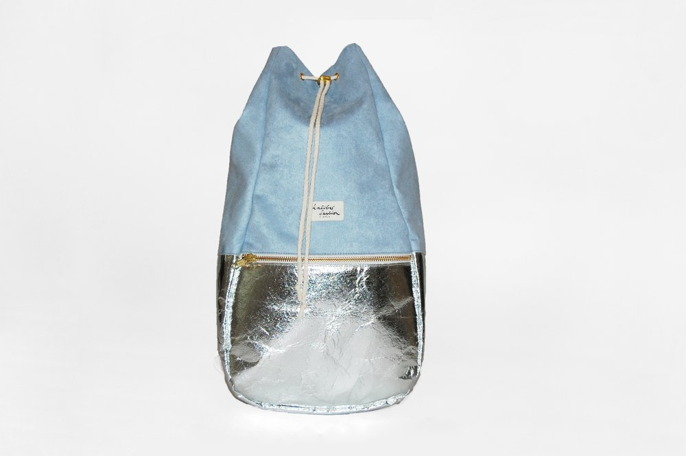 "KALIBER FASHION   RUCKSACK,  ""PINEAPPLE"" ICE BLUE  €159"